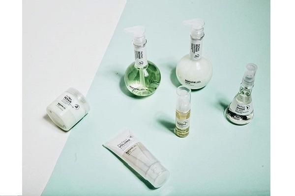 【梅田】バラエティショップ美容部員・化粧品販売員(『Nature Lab』ラウンダー)業務委託の求人の写真