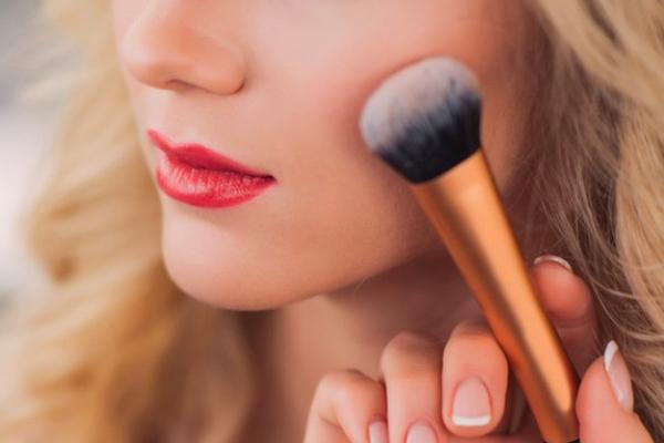 【名古屋(名駅)エリア】百貨店・専門店などの商業施設美容部員・化粧品販売員派遣の求人の写真