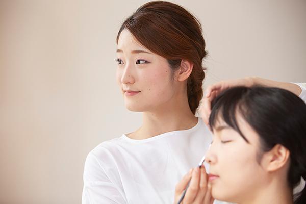 東京23区美容部員・BA正社員の求人のスタッフ写真1