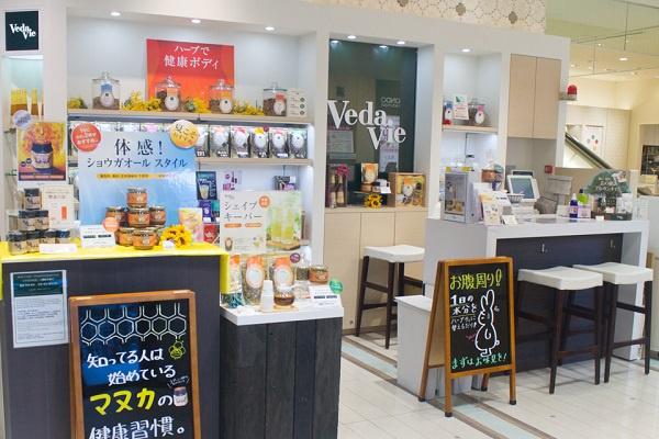 博多阪急店美容部員・BA(販売職)人材紹介の求人の店内写真2