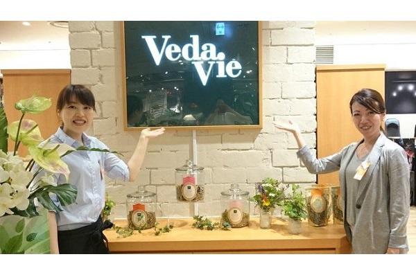 博多阪急店美容部員・BA(販売職)人材紹介の求人の店内写真1