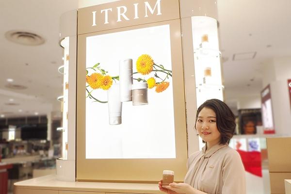 【梅田】百貨店・専門店美容部員・BA(『ITRIM』販売スタッフ)派遣の求人のスタッフ写真2