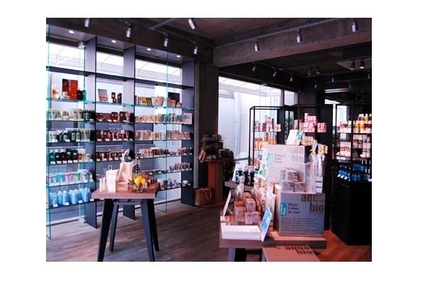 【銀座・丸の内】百貨店・専門店美容部員・BA(化粧品販売 / ラウンダー職 )派遣の求人の写真