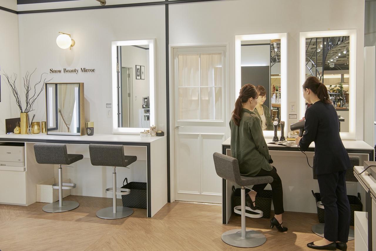パナソニックセンター大阪 Salon de Beauty美容部員・BA(パナソニックビューティ美容家電アドバイザー)正社員の求人のサービス・商品写真2