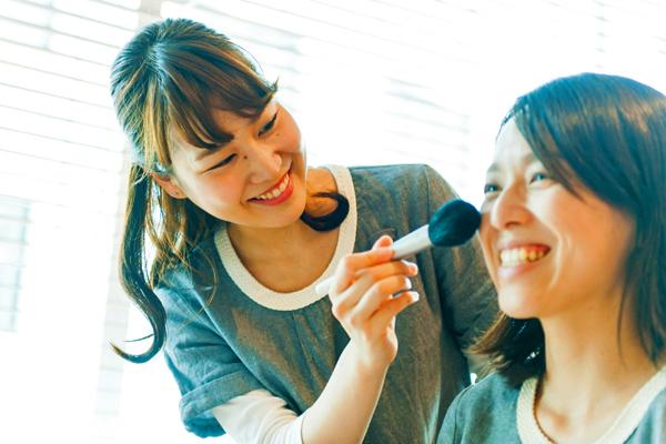 【博多・天神】百貨店・専門店美容部員・BA(『ジョンマスターオーガニック』ビューティアドバイザー)派遣の求人のスタッフ写真2