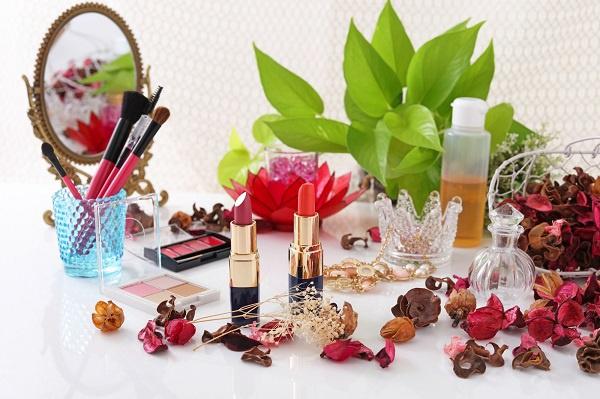 23区内エリア化粧品業界の教育担当・トレーナー(美容インストラクター)人材紹介の求人の写真