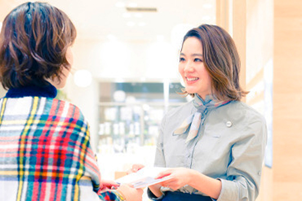 shiro + NEWoMAN新宿店美容部員・化粧品販売員(コスメティックブランド『shiro』のアドバイザー)正社員,アルバイト・パートの求人のスタッフ写真3
