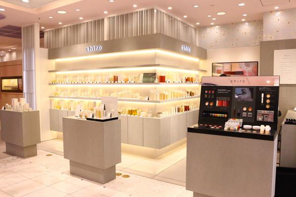 shiro + NEWoMAN新宿店美容部員・化粧品販売員(コスメティックブランド『shiro』のアドバイザー)アルバイト・パートの求人の店内写真1