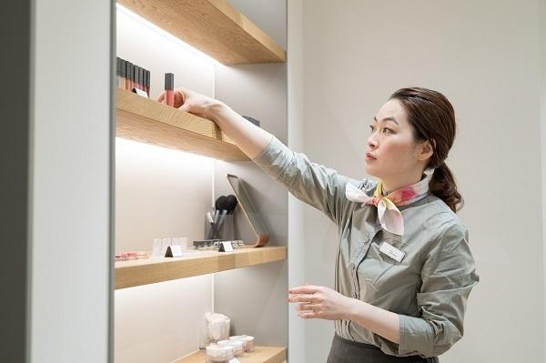 shiro ルミネエスト新宿店美容部員・化粧品販売員(コスメティックブランド『shiro』のアドバイザー)正社員の求人のスタッフ写真3