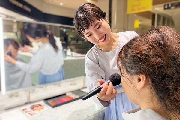 SHIRO 梅田エリア百貨店 ※2020年2月 NEW OPEN美容部員・BA契約社員の求人のスタッフ写真1