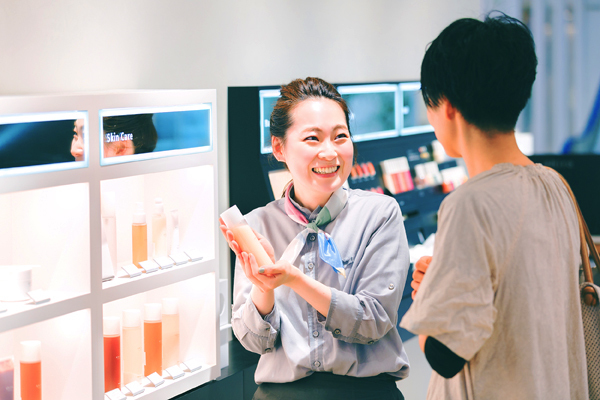 shiro ルミネエスト新宿店美容部員・化粧品販売員(コスメティックブランド『shiro』のアドバイザー)正社員,アルバイト・パートの求人のスタッフ写真1