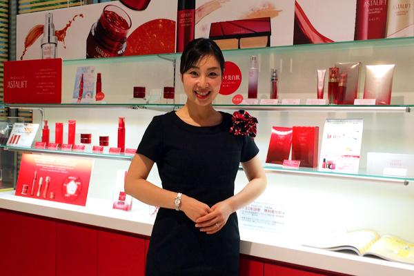 アスタリフト 大阪タカシマヤ美容部員・化粧品販売員(ビューティーコンサルタント・チーフ)契約社員,正社員の求人のスタッフ写真2