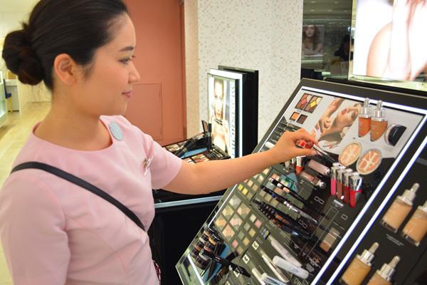 東急百貨店 吉祥寺店美容部員・化粧品販売員(『Dior』など)契約社員の求人のスタッフ写真6