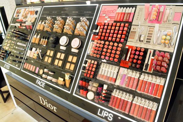 東急百貨店 吉祥寺店美容部員・化粧品販売員(『Dior』など)契約社員の求人の店内写真1