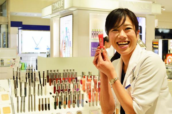 町田東急ツインズ ShinQs ビューティーパレット美容部員・BA(新業態店舗でのビューティアドバイザー)契約社員の求人のスタッフ写真2