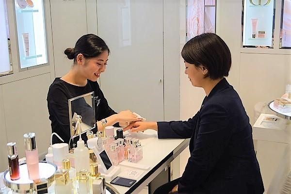 東急百貨店 吉祥寺店美容部員・BA契約社員の求人の店内写真3