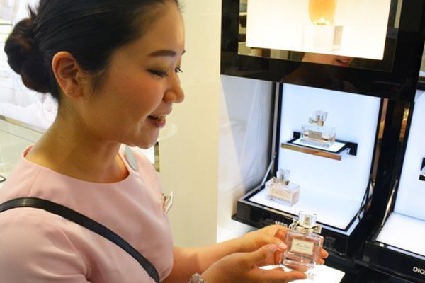 東急百貨店 吉祥寺店美容部員・化粧品販売員(『Dior』など)契約社員の求人のスタッフ写真5
