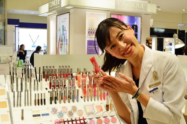 町田東急ツインズ ShinQs ビューティーパレット美容部員・BA(新業態店舗でのビューティアドバイザー)契約社員の求人のスタッフ写真3
