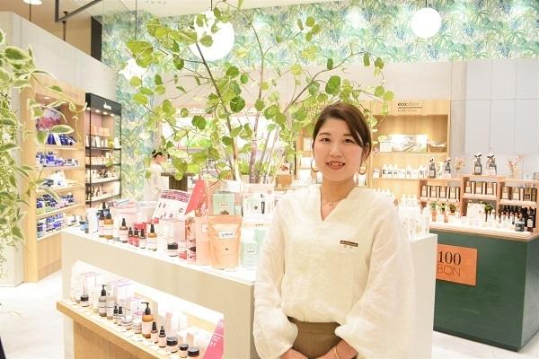 町田東急ツインズ ShinQs ビューティーパレット美容部員・BA(ビューティアドバイザー)契約社員の求人のスタッフ写真1