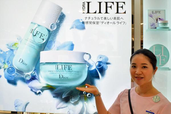 東急百貨店 吉祥寺店美容部員・化粧品販売員(『Dior』など)契約社員の求人のスタッフ写真4