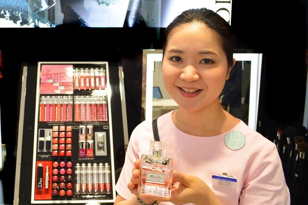 東急百貨店 吉祥寺店美容部員・化粧品販売員(『Dior』など)契約社員の求人のスタッフ写真3