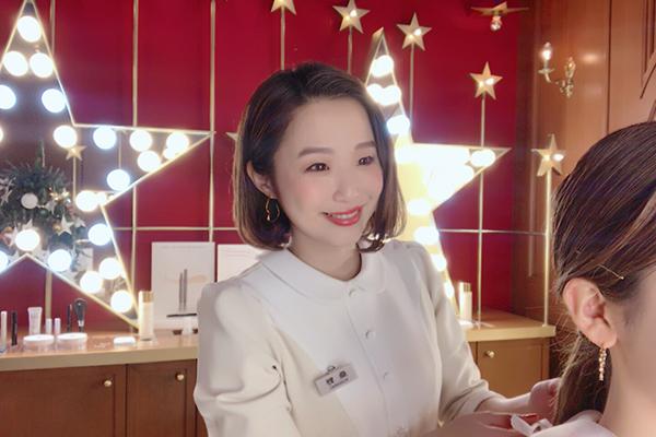 blanche étoile(ブランエトワール) 梅田店(2018年2月オープン)美容部員・化粧品販売員正社員,アルバイト・パートの求人のスタッフ写真3