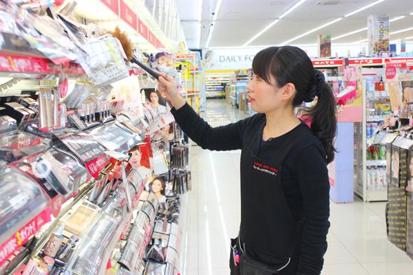 池田店美容部員・化粧品販売員正社員,契約社員,アルバイト・パートの求人のスタッフ写真4