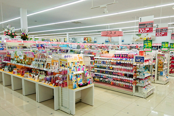池田店美容部員・化粧品販売員正社員,契約社員,アルバイト・パートの求人の店内写真3