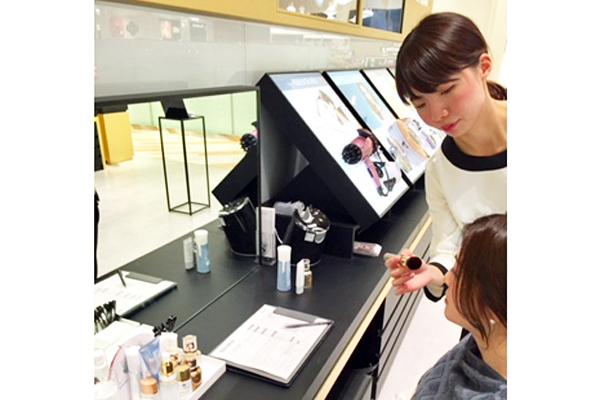 直営店 キラリトギンザ店美容部員・化粧品販売員(ビューティーアドバイザー)契約社員の求人の店内写真2