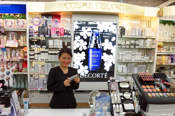 化粧品専門店※立川駅周辺(NEW OPEN)美容部員・化粧品販売員正社員,アルバイト・パートの求人のスタッフ写真1