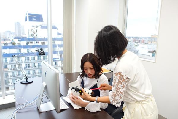 DHOLIC 本社(渋谷)マーケティング・販促企画(マーチャンダイザー・販促企画、教育トレーナーなど店舗運営全般)正社員の求人のスタッフ写真1
