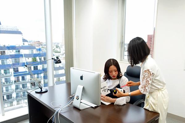 DHOLIC 本社(渋谷)マーケティング・販促企画(マーチャンダイザー・販促企画、教育トレーナーなど店舗運営全般)正社員の求人のスタッフ写真2
