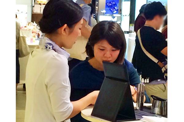 SIX PAD 博多阪急店美容部員・化粧品販売員(『SIX PAD』ビューティーアドバイザー)正社員/アルバイト・パートの求人のスタッフ写真1