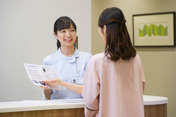 総合健診センター 東京エリア一般事務・アシスタント(健診アシスタント ※健診フロアでのアシスタント業務)契約社員の求人のスタッフ写真1