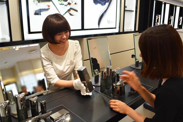 MDNA SKIN 伊勢丹新宿店美容部員・化粧品販売員(モデリスト)正社員の求人のスタッフ写真2