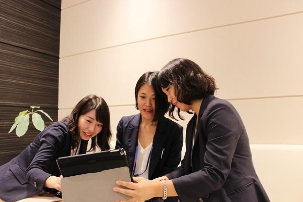 新宿エリア一般事務・アシスタント(接客経験を活かして事務職へ!PCスキルも実務で習得デキて安心)派遣の求人のスタッフ写真3