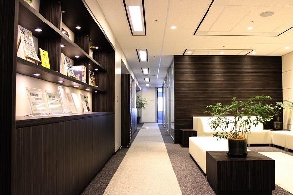 新宿エリア一般事務・アシスタント(接客経験を活かして事務職へ!PCスキルも実務で習得デキて安心)派遣の求人のその他写真1