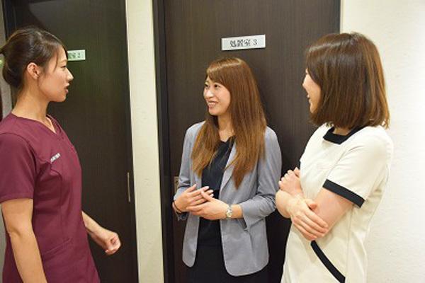 東京エリア 各クリニックメディカルカウンセラー・受付正社員の求人のスタッフ写真7