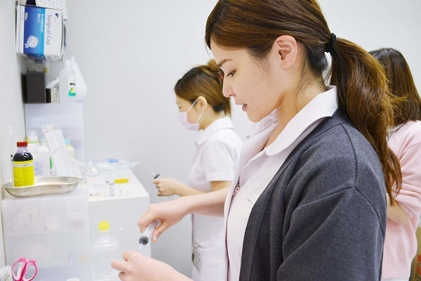東京美容外科 東京 銀座院メディカルカウンセラー・受付正社員の求人のスタッフ写真2