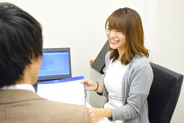 東京エリア 各クリニックメディカルカウンセラー・受付正社員の求人のスタッフ写真3