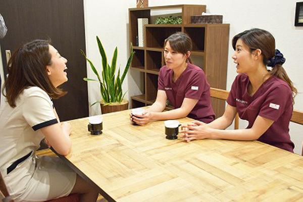 東京エリア 各クリニックメディカルカウンセラー・受付正社員の求人のスタッフ写真6