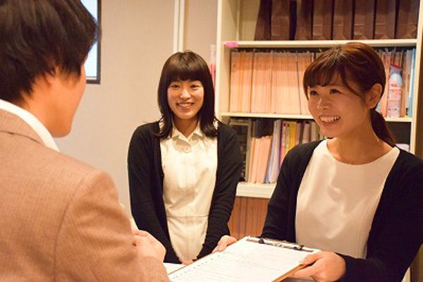 東京エリア 各クリニックメディカルカウンセラー・受付正社員の求人のスタッフ写真1