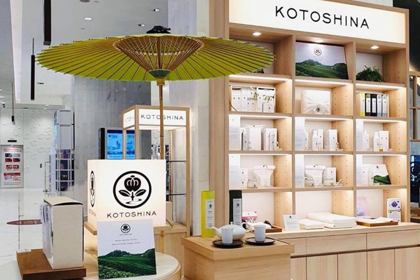 KOTOSHINA イセタンビューティーアポセカリー店美容部員・BAアルバイト・パートの求人の店内写真2