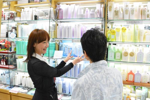 おしゃれの店 フクヤ化粧品店(港区麻布十番)美容部員・BA(ビューティーアドバイザー)正社員の求人のスタッフ写真1