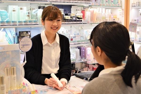 薬のタサキ アトレヴィ大塚店美容部員・BA正社員,アルバイト・パートの求人のスタッフ写真1
