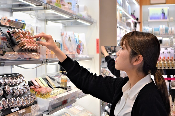 薬のタサキ アトレヴィ大塚店美容部員・BA正社員,アルバイト・パートの求人のスタッフ写真3