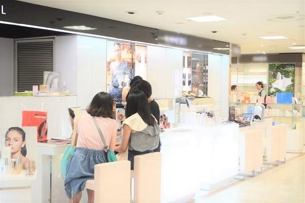 丸広百貨店 川越店美容部員・BA契約社員の求人の店内写真5