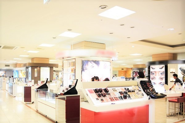 丸広百貨店 川越店美容部員・BA契約社員の求人の店内写真3