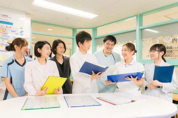 横浜病院メディカルアシスタント(看護・歯科助手)(ケアキャスト(看護助手))正社員/アルバイト・パートの求人のスタッフ写真1