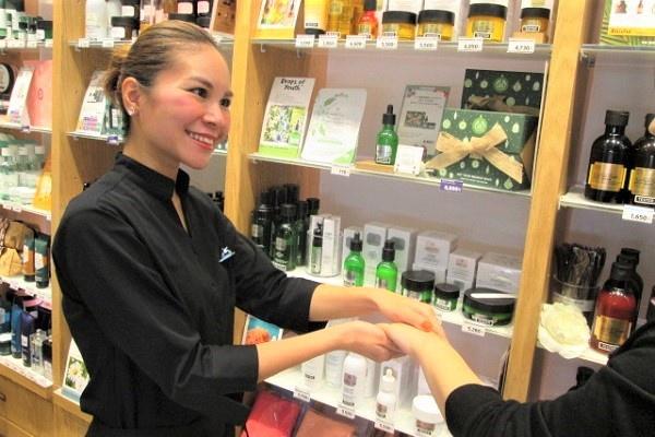 【正社員】ザボディショップ アミュプラザ大分店 ※4月 NEW OPEN美容部員・BA(『ザボディショップ』オープニングスタッフ、副店長候補)正社員/アルバイト・パートの求人のスタッフ写真1